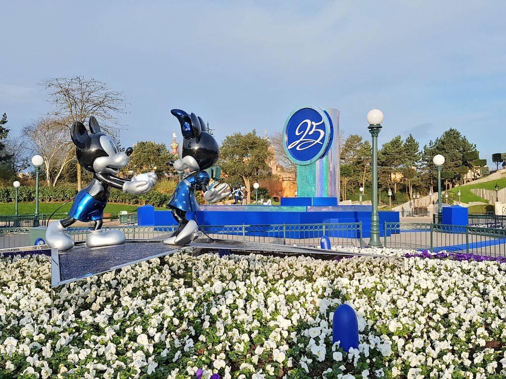 [Saison] 25ème Anniversaire de Disneyland Paris (jusqu'au 09 septembre 2018) - Page 3 C7mwRWLXQAA74Cz