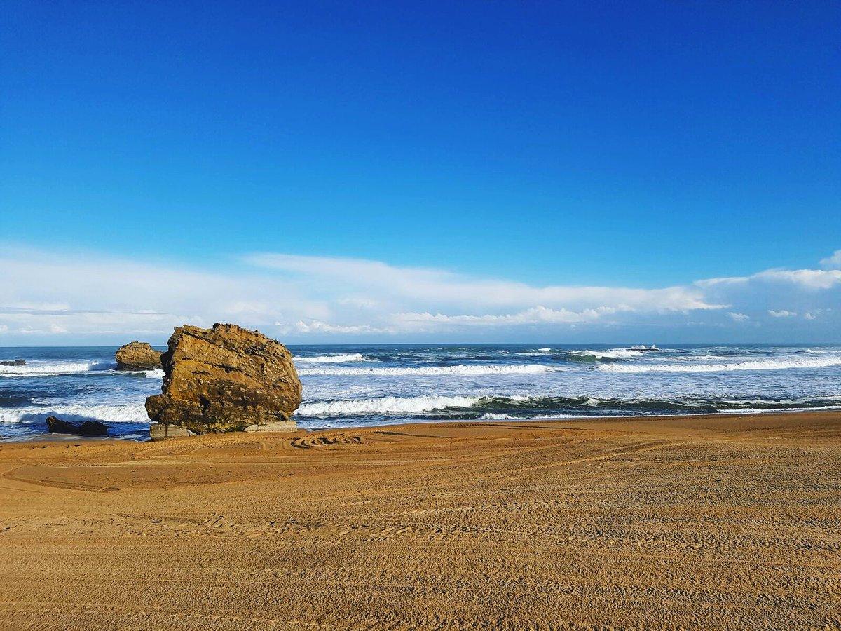 Le #printemps pointe enfin le bout de son nez à #Biarritz  #sun #beach #btz #spring<br>http://pic.twitter.com/zfvS64v9X1