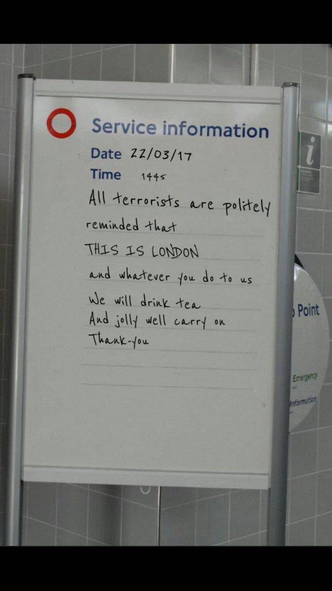 Flegme british: &quot;nous rappelons poliment aux terroristes qu&#39;ici c&#39;est Londres...et que nous continuerons à boire du thé&quot; #direct #19h30RTS<br>http://pic.twitter.com/XIMBM794he