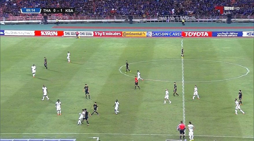 هدف لاعب تايلاند فى مرماه بالخطأ