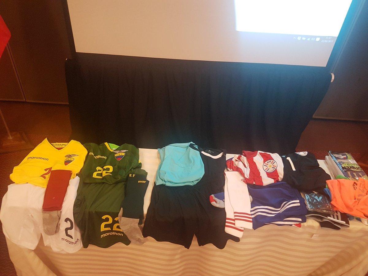 Uniformes oficiales  #Paraguay vs #Ecuador #LaTrixSportPlus<br>http://pic.twitter.com/YWvQwAN03c