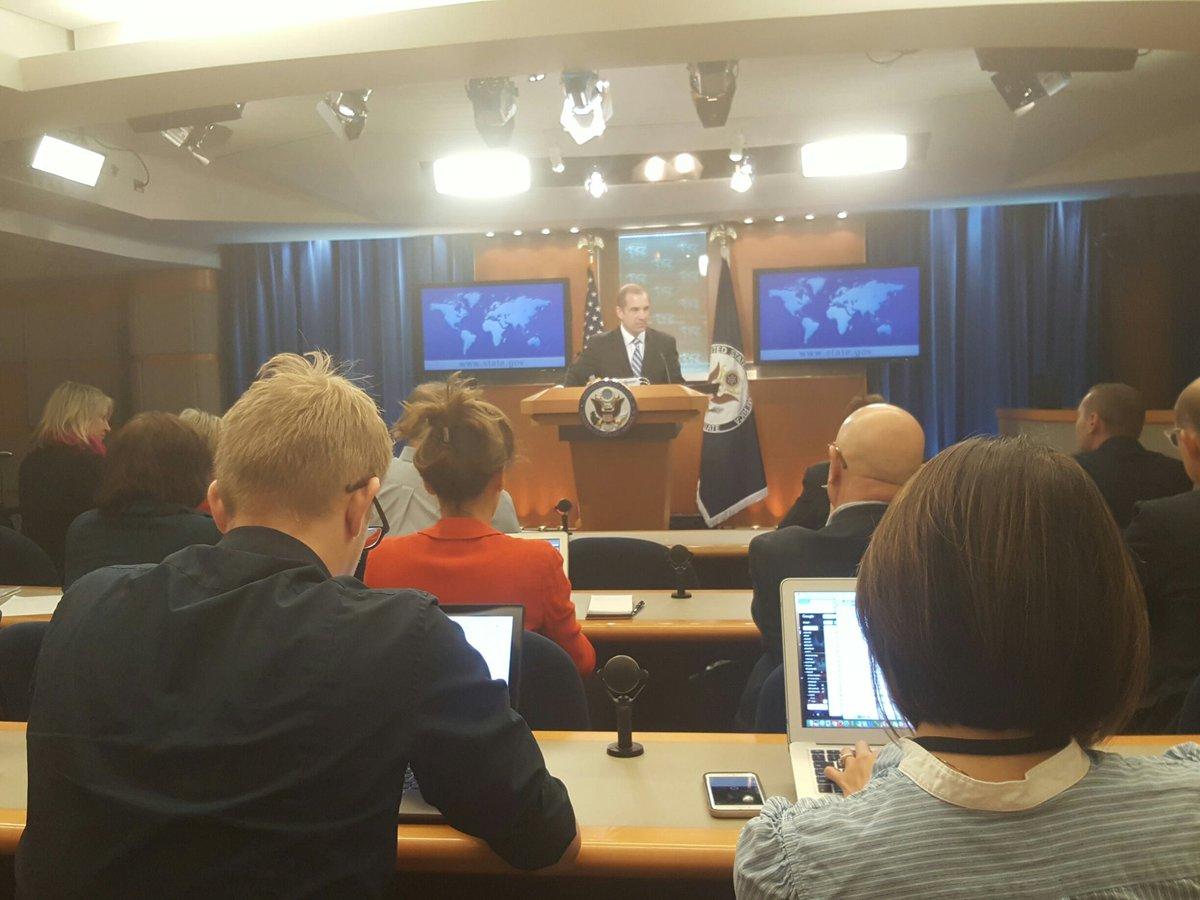 Abd Dışişleri sözcüsü Mark Toner günlük basın toplantısını yapiyor. Ne sorulur. #ABUyeligi #Erdogan #Tillerson <br>http://pic.twitter.com/hv3gnYdDFs