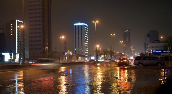 صور من #أمطار_الرياض مساء اليوم (عدسة/ حسن المباركي) https://t.co/1qWz...