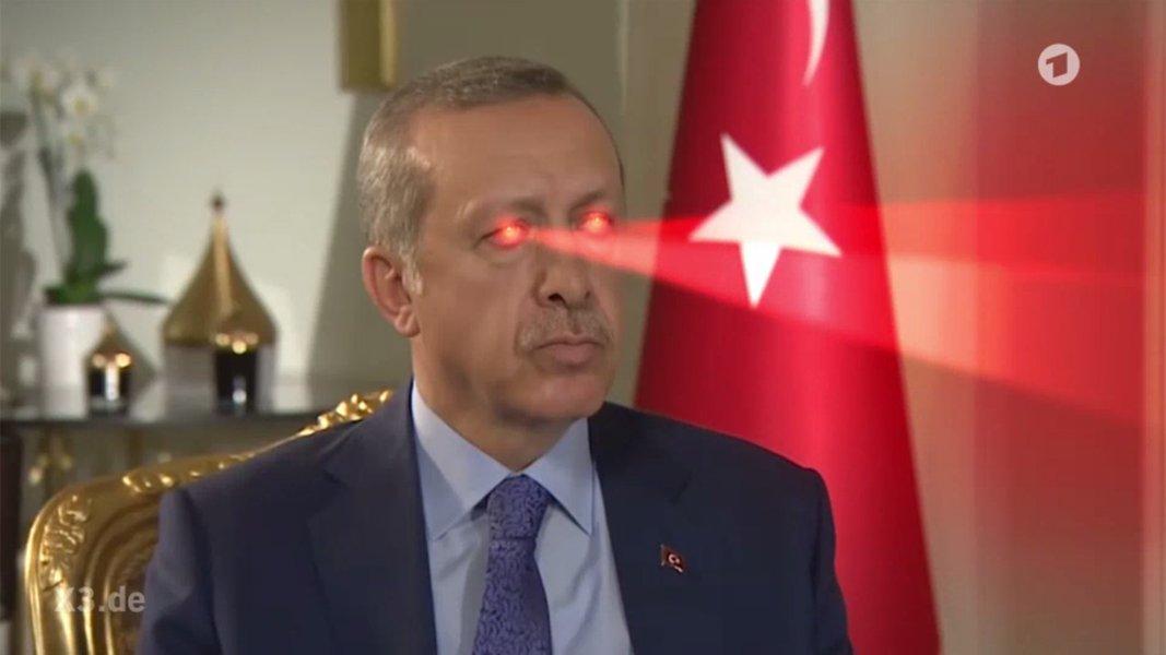 Wir haben wieder einen Song für Erdogan gecovert. Diesmal den anderen von Nena. Heute bei extra 3, um 22:45 Uhr im Ersten!