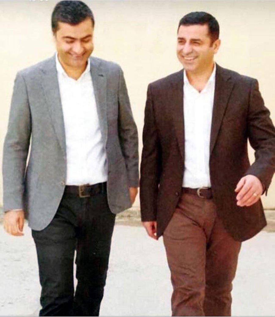 Selahattin Demirtaş ve Abdullah Zeydan'ın volta atarken çekilen fotoğr...