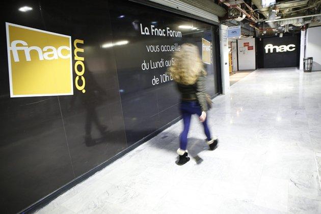 Premier dimanche d&#39;ouverture pour les Fnac parisiennes @Fnac #Paris #Librairie #Fnac  http://www. livreshebdo.fr/article/premie r-dimanche-douverture-pour-les-fnac-parisiennes &nbsp; … <br>http://pic.twitter.com/1Svynz1HUL