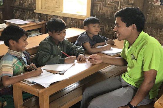 #Myanmar – Le centre salésien de Mandalay en aide aux #enfantsdelarue  http://www. infoans.org/fr/sections/no uvelles/item/2916-myanmar-le-centre-salesien-de-mandalay-en-aide-aux-enfants-de-la-rue &nbsp; … <br>http://pic.twitter.com/6idgHhyOk3