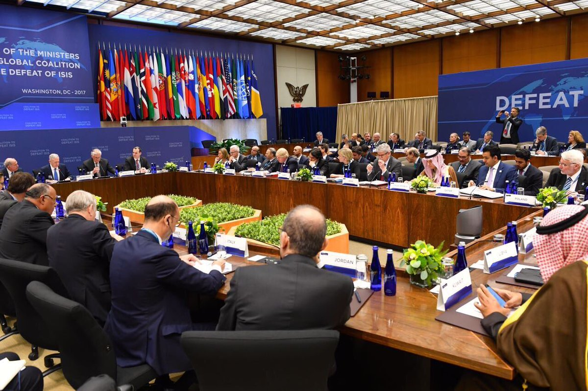 (2) à #Washington affirme à nouveau l&#39;importance d&#39;intensifier les efforts internationaux dans la lutte contre le #terrorisme @CoalitionAR<br>http://pic.twitter.com/krmVJgY34Z