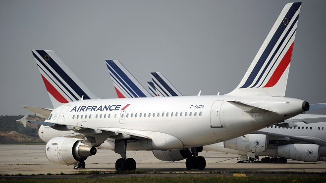 Mouvements sociaux en #Guyane :le vol #AirFrance #Paris #cayenne fait demi-tour au-dessus de l&#39;Atlantique  http:// la1ere.francetvinfo.fr/mouvements-soc iaux-guyane-vol-air-france-paris-cayenne-fait-demi-tour-au-dessus-atlantique-456329.html &nbsp; …  #outremer<br>http://pic.twitter.com/Xre58mpMD8