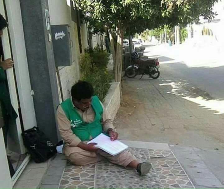 A request 2 all  that pls serve teacher a  of , a Chair to sit.They aren&#39;t slaves, they r  it 4 the betterment of  #Census #Fixit <br>http://pic.twitter.com/nDvD9noufb