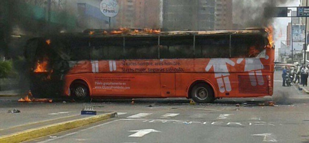 @Nusquik @ThatSabineGirl This bus was in Spain, and was dealt with appropriately.