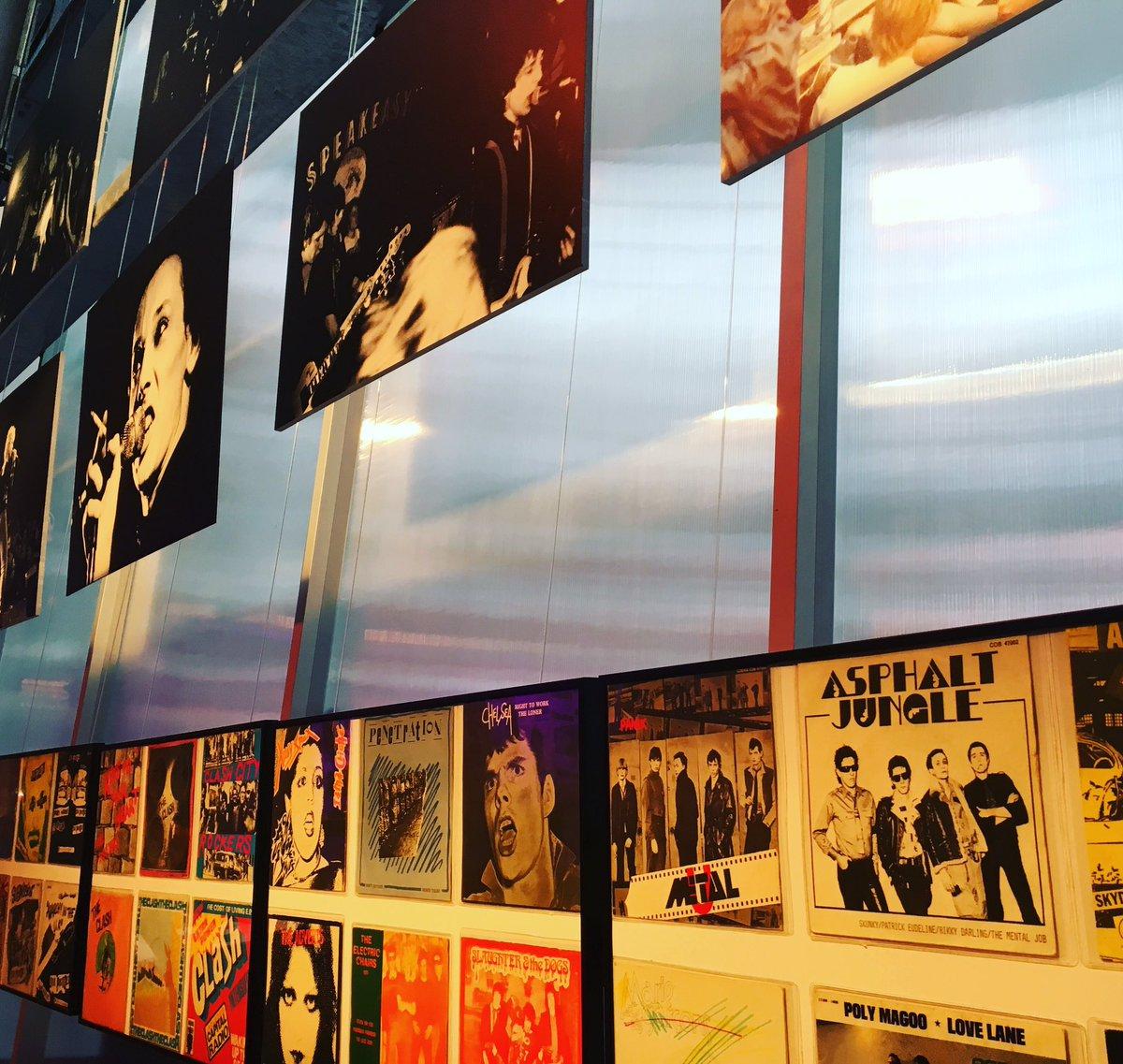 Invasion de #punk sur les murs de #Stereolux ! Rdv à 18h pour la conf sur l&#39;histoire du punk par Stan Cuesta et 19h #vernissage #expo #djset <br>http://pic.twitter.com/duSERwqfqc