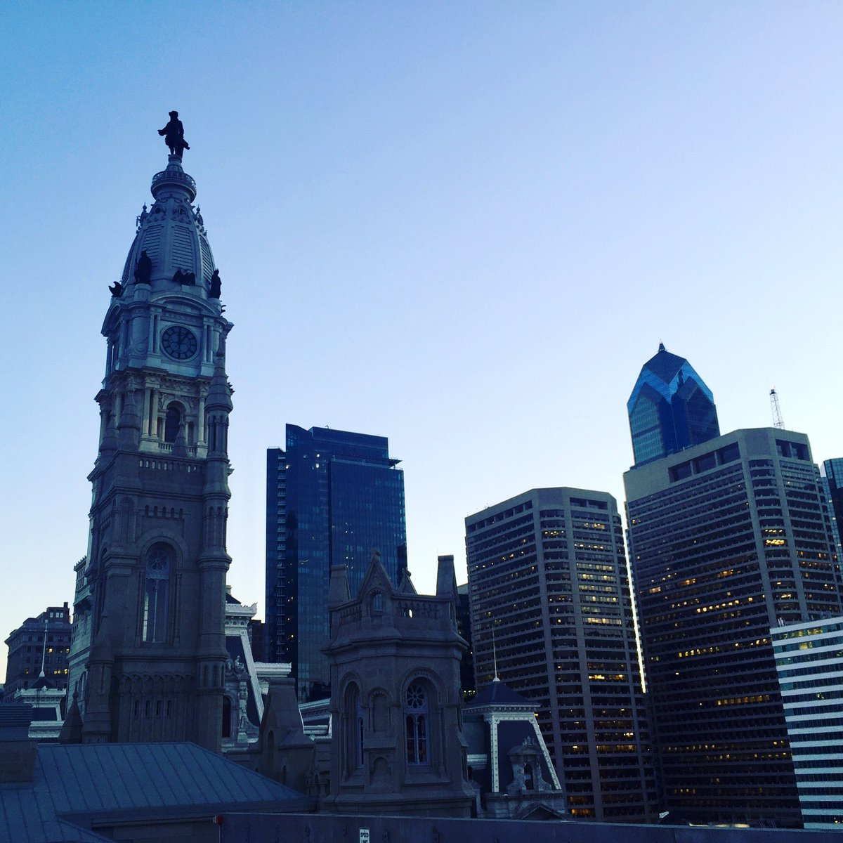 PA Convention Center Skyline. Phila, Pa.  #GLOBALCON #conventioncenter #aee #energy #buildings #commissioning #philly<br>http://pic.twitter.com/tbJEhBnDV4