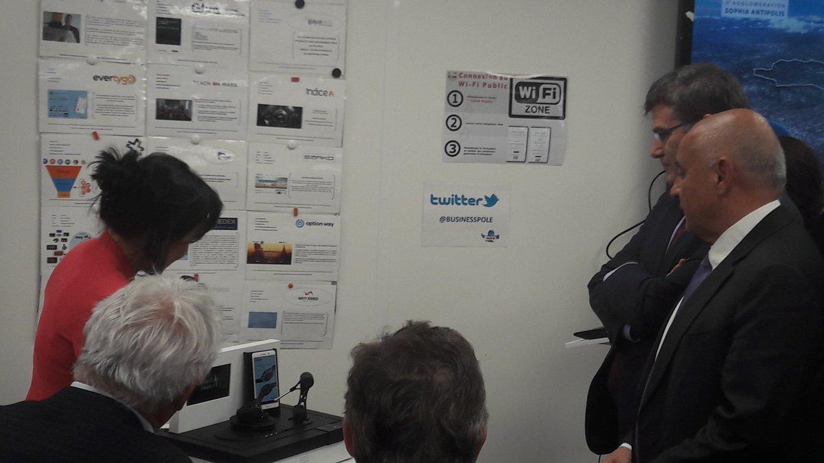 Visite du secrétaire d&#39;Etat @chsirugue @BusinessPole : @keyinfuser a présenté son #Robot KiOne  #innovation #tech #startup @IncubateurTPT<br>http://pic.twitter.com/eS1MKYwNKf