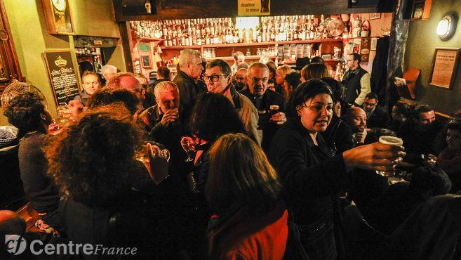 Le #Donald&#39;s Pub de #Nevers fêtait ses 40 ans ce mercredi 22 mars. Retour en images.  http://www. lejdc.fr/nevers/loisirs /fetes-sorties/2017/03/23/40-ans-du-donald-s-pub-a-nevers-la-soiree-en-images_12334598.html &nbsp; … <br>http://pic.twitter.com/Kz9bUydp2o