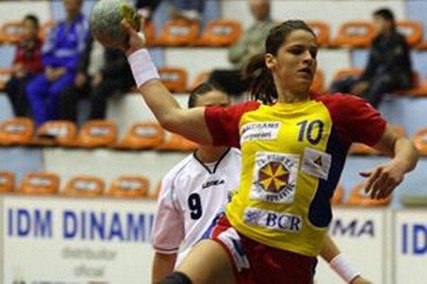 #Handball : L&#39;Internationale Roumaine Adriana-Gabriela Crăciun (Arrière-gauche, 28 ans) rejoint le @FleuryLoiretHB 2017/2018 pour 2 ans #LFH<br>http://pic.twitter.com/XudXTBEQOc