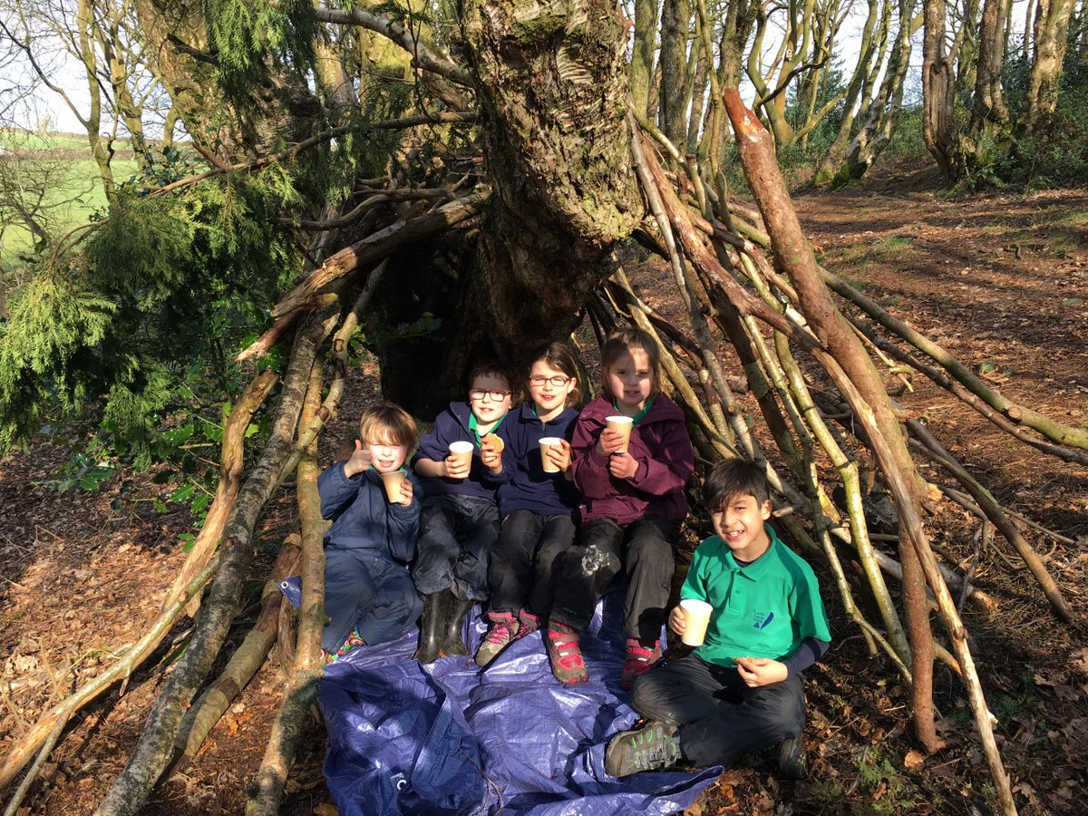 F4 Hot chocolate, biscuits and den building on a lovely afternoon at #princeofwalespark.#forestschools <br>http://pic.twitter.com/MWpaNyOQbL