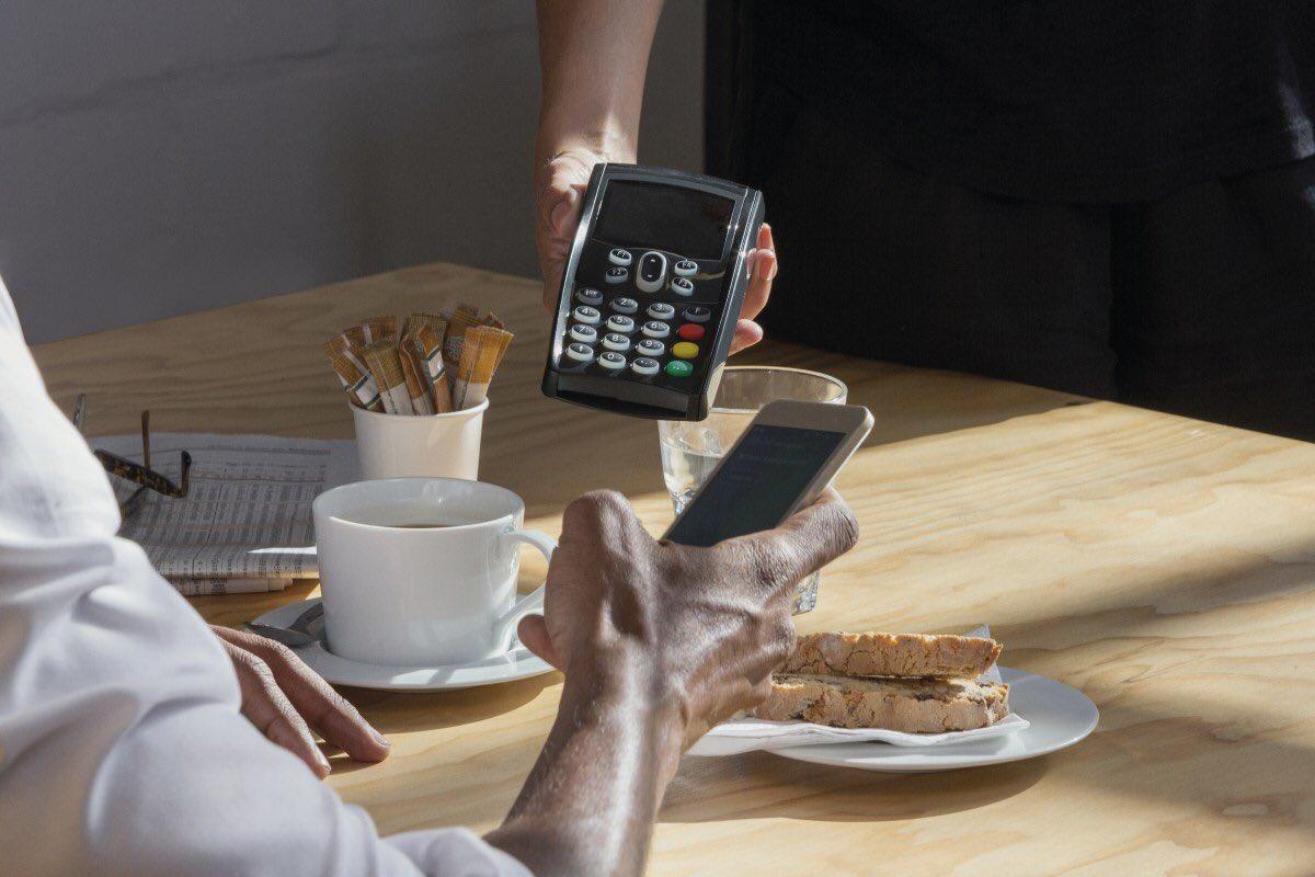 D'ici 2020, plus de la moitié des transactions sera effectuée depuis un smartphone #BonPlanAngers #Innovation  cc @LeMagNumerique<br>http://pic.twitter.com/K78yXBJyRm