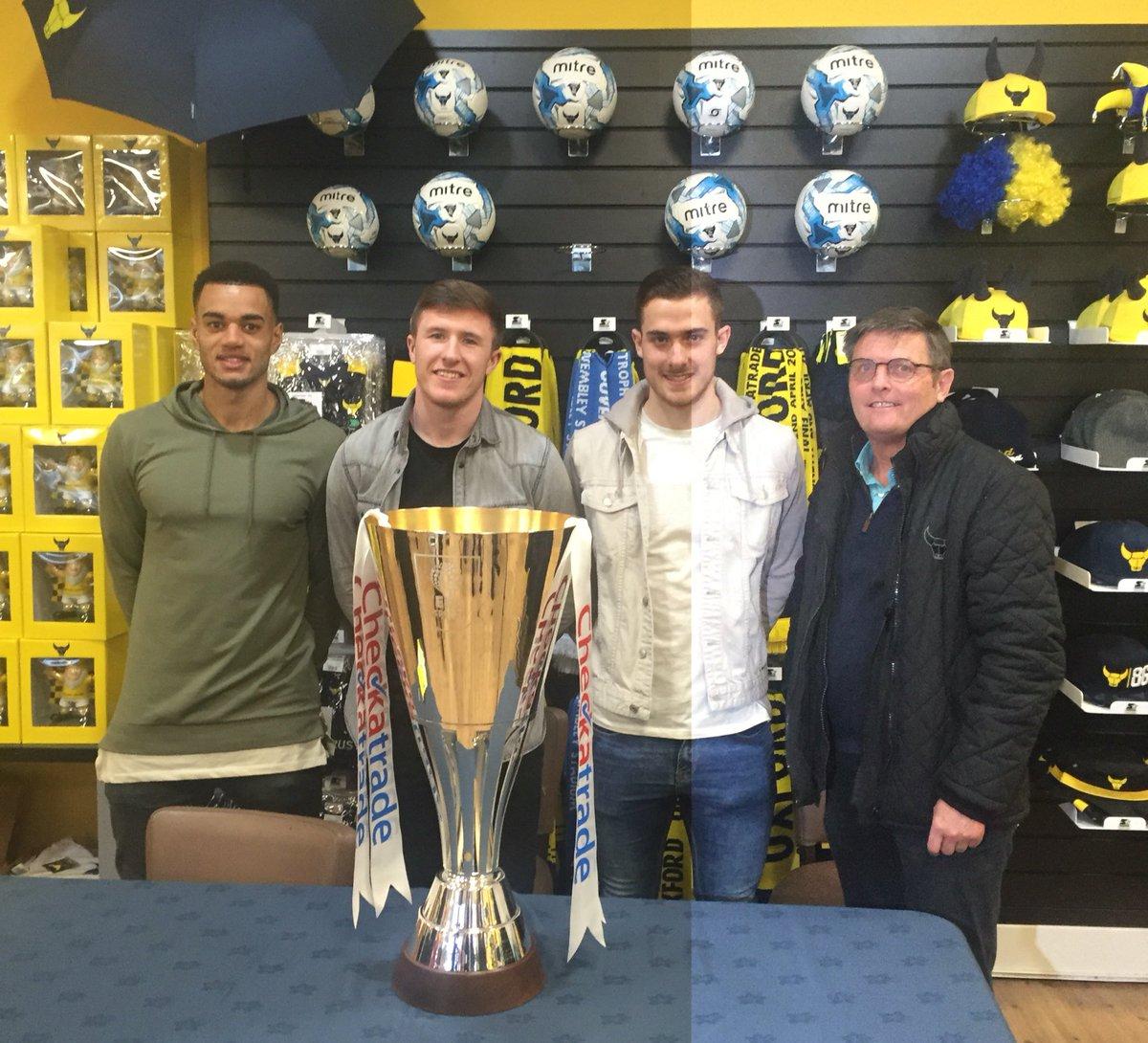 Squad photo with Curtis, John, Toni & Darryl! #oufc #CheckatradeTr...