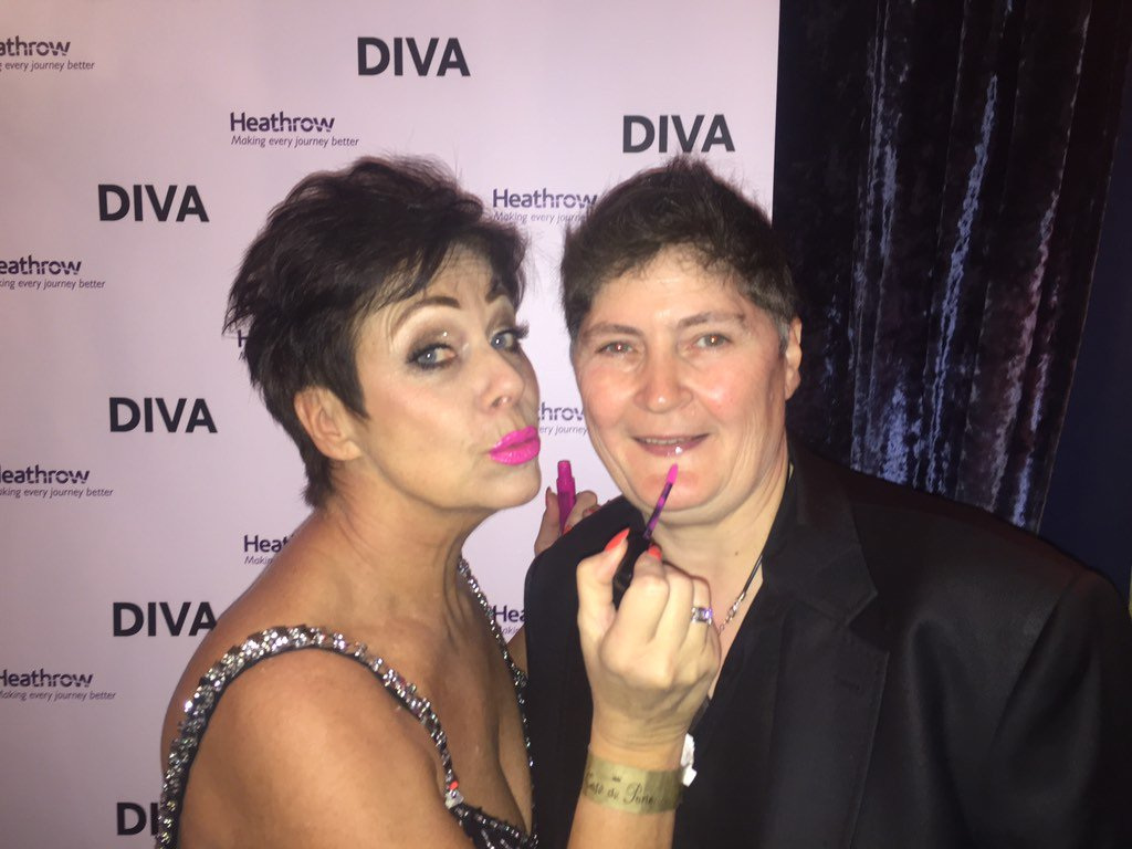 Honestly @LindaRiley8 is ALWAYS asking me for lipstick💄💄💄💄💄💄!!! Amazing night #DIVA250 awards!! ❤️❤️ https://t.co/vpZrQON0Nz
