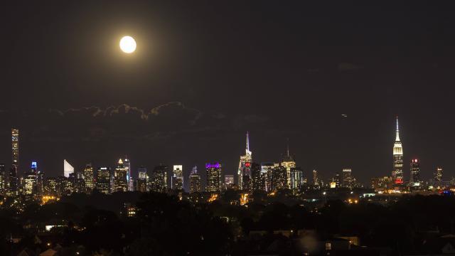 (OuestFrance.fr) «?#Earth #Hour?». 80?% de l'Humanité est inondée de lumière artificielle..  https://www. titrespresse.com/30321011612/ea rth-hour-humanite-inondee-lumiere-artificielle &nbsp; … <br>http://pic.twitter.com/oYKWpmif7v