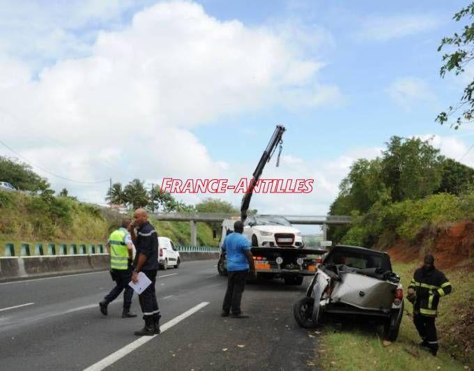 Accident sur la N1 à Petit-Bourg  http:// ow.ly/SNOh30acg4P  &nbsp;   #FaitsDivers #Guadeloupe<br>http://pic.twitter.com/pQqSlXk9Jq