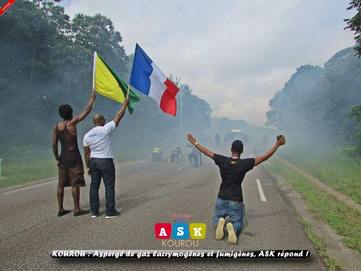 #france2 #francoisfillon #TPMP #EnvoyeSpecial Représailles des forces de l&#39;ordre du &quot;pays&quot; ariane espace, face à des manifestants <br>http://pic.twitter.com/uAvIJtDR5E