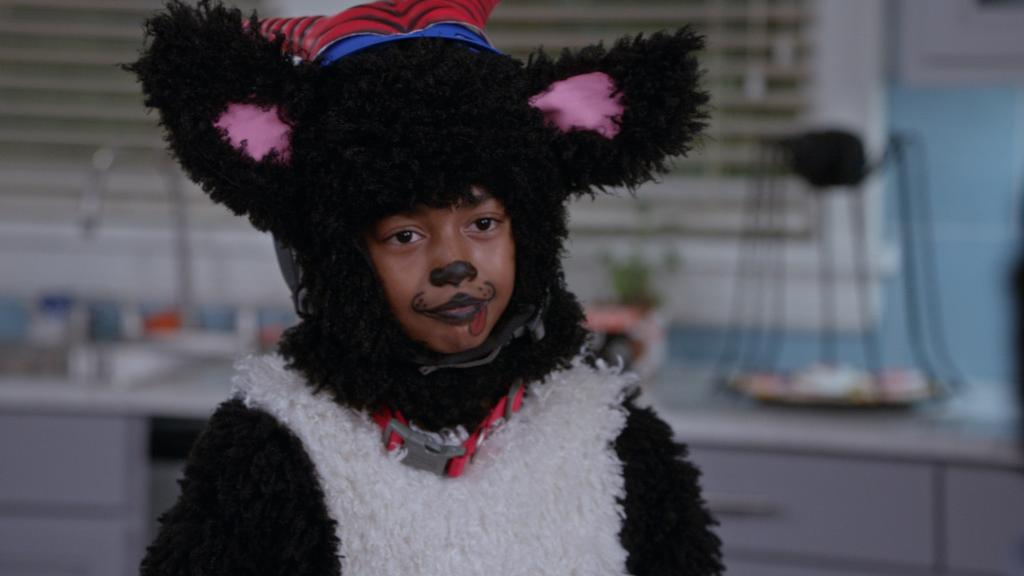The cutest! 🐶 #NationalPuppyDay #TBT #blackish https://t.co/19v8lSiZvh