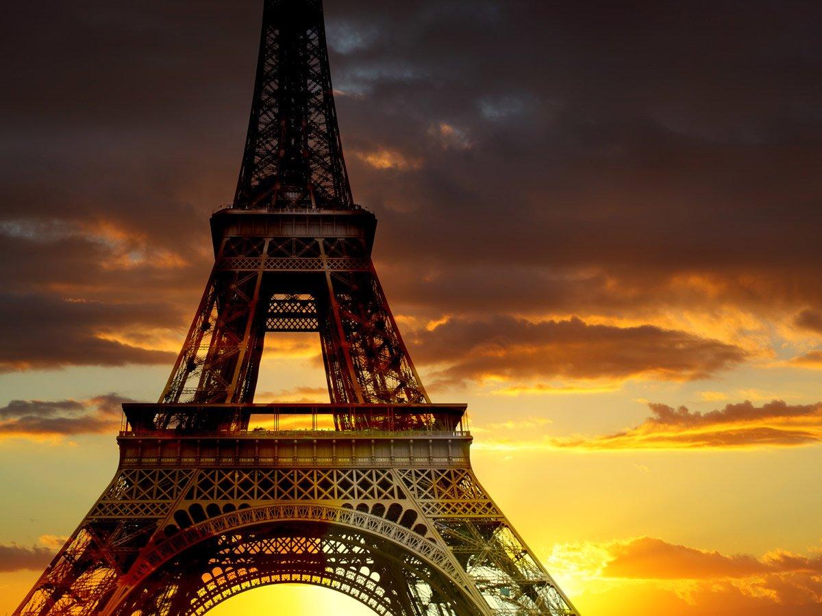 Belle et douce soirée à toutes et à tous depuis Paris #TourEiffel #Paris #IleDeFrance #MagnifiqueFrance #CestçalaFrance<br>http://pic.twitter.com/NqHYTRQObz