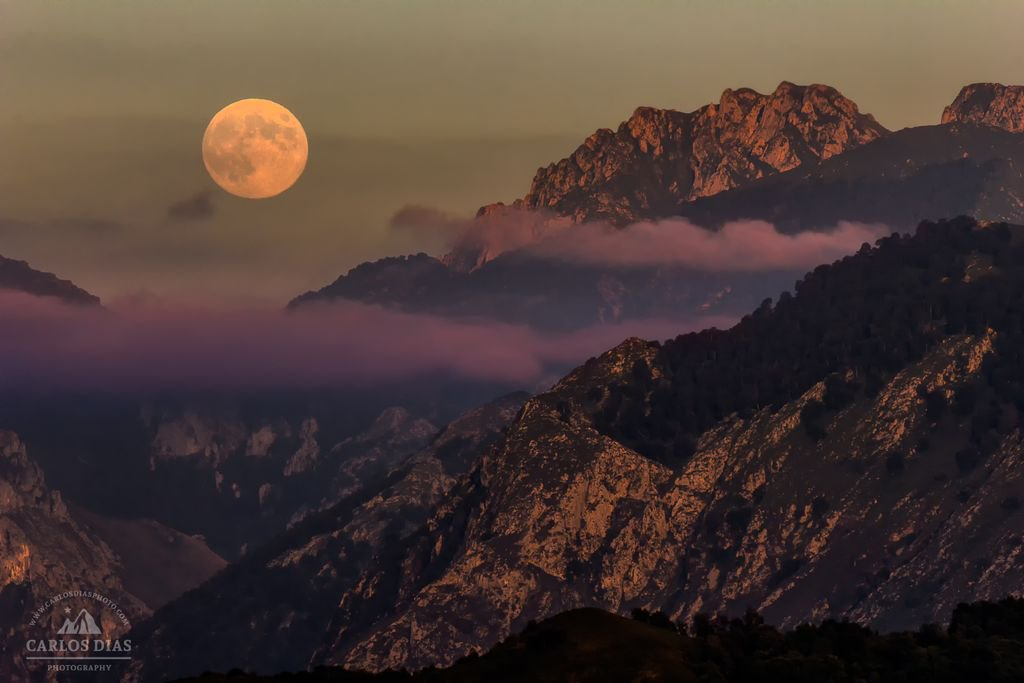 &quot;Great Reception&quot;  #Fullmoon over the Western #Mountain Range of the Picos de Europa National Park, #Spain  #picosdeeuropa #asturias<br>http://pic.twitter.com/7c1WjfmLJa