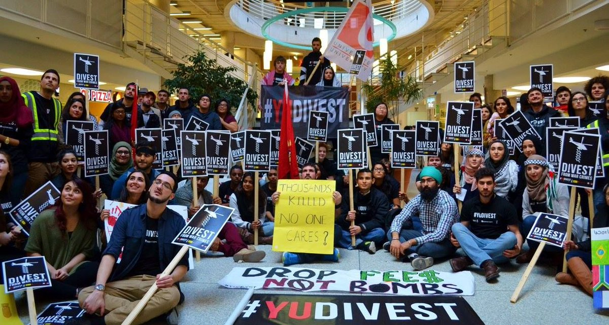 BAM! York University recommends divestment from weapons &amp; fossil fuels  http:// buff.ly/2nbRHCF  &nbsp;   #cdnpoli #divest #YUDivest #KeepItInTheGround<br>http://pic.twitter.com/eqiA5MFKZy