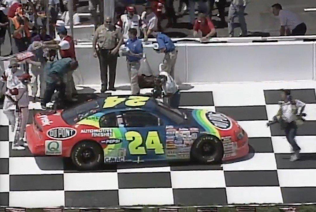 #NASCAR - [VIDÉO] Revivez la première victoire de Jeff Gordon à Fontana  http:// dlvr.it/NjChQq  &nbsp;   - via @usracingcom<br>http://pic.twitter.com/nowOZ0RxBx