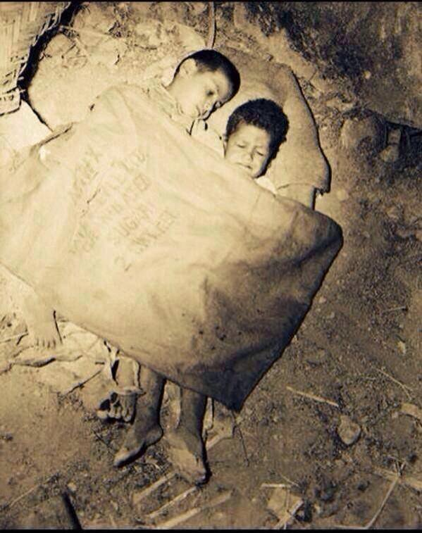 Une seule photo pour prouver que certaines vies valent + que d&#39;autres... Que des souffrances depuis 68 ans... #Palestine <br>http://pic.twitter.com/EDQffDWB8i
