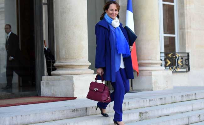 #Breaking • France's Ségolène Royal confirms her candidacy as #UNDP Chief (Helen Clark leaves on April 19th)<br>http://pic.twitter.com/GZ1a3UDNv2