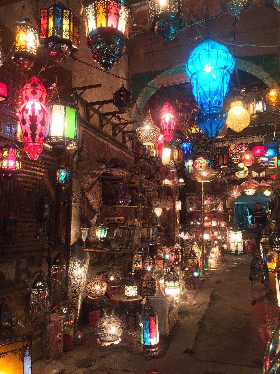 カイロのランプ屋さん。基本的に「撮影不可」のランプ屋さんが多いので「今、中国人の観光客増えてるでしょ?中国人が喜ぶ中国語教えてあげるから安くしてよ、あと写真撮らせてよ」と交渉して、ランプをいい値段で買いがてら写真撮らせてもらってきた(๑¯ω¯๑)やったね