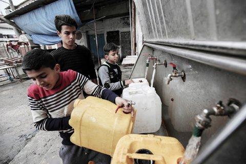 In war-scarred #Gaza, water pollution adds to health woes -  https:// goo.gl/fnKqsR  &nbsp;   via @kuwaittimesnews #Palestine <br>http://pic.twitter.com/zA4U8Wdt4s