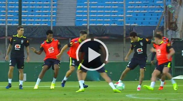 #VIDEO | Todos contra Neymar en el entrenamiento de Brasil https://t.c...