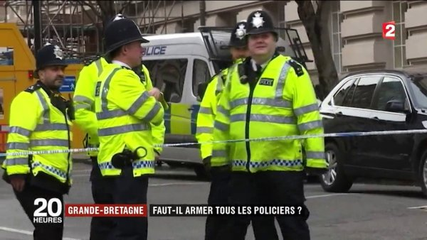 Attaque à Londres : faut-il armer les policiers ?  https:// actudirect.com/?p=1021691  &nbsp;   #FaitsDivers #RoyaumeUni<br>http://pic.twitter.com/w1PliYbO2F