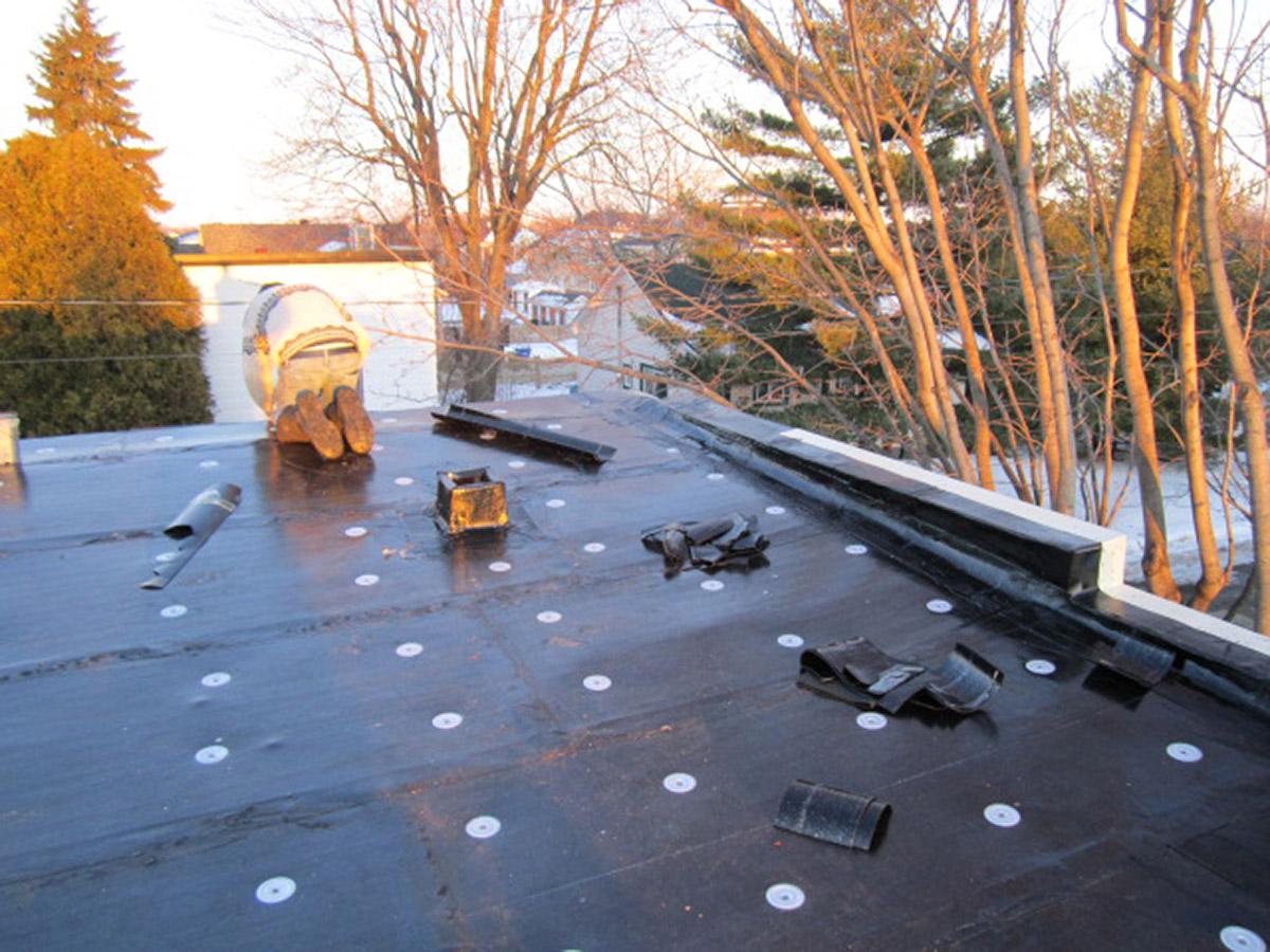 Ça travail fort!   #RoofRepair #roof #roofingcompany #newroof #roofer #roofingcontractor<br>http://pic.twitter.com/cWkX84g4Wi