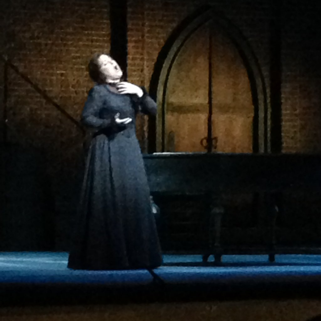 Astounding in any role, @DianaDamrau does not disappoint as Antonia. #TalesofHoffmann @LAOpera https://t.co/UeEz3fWNZU