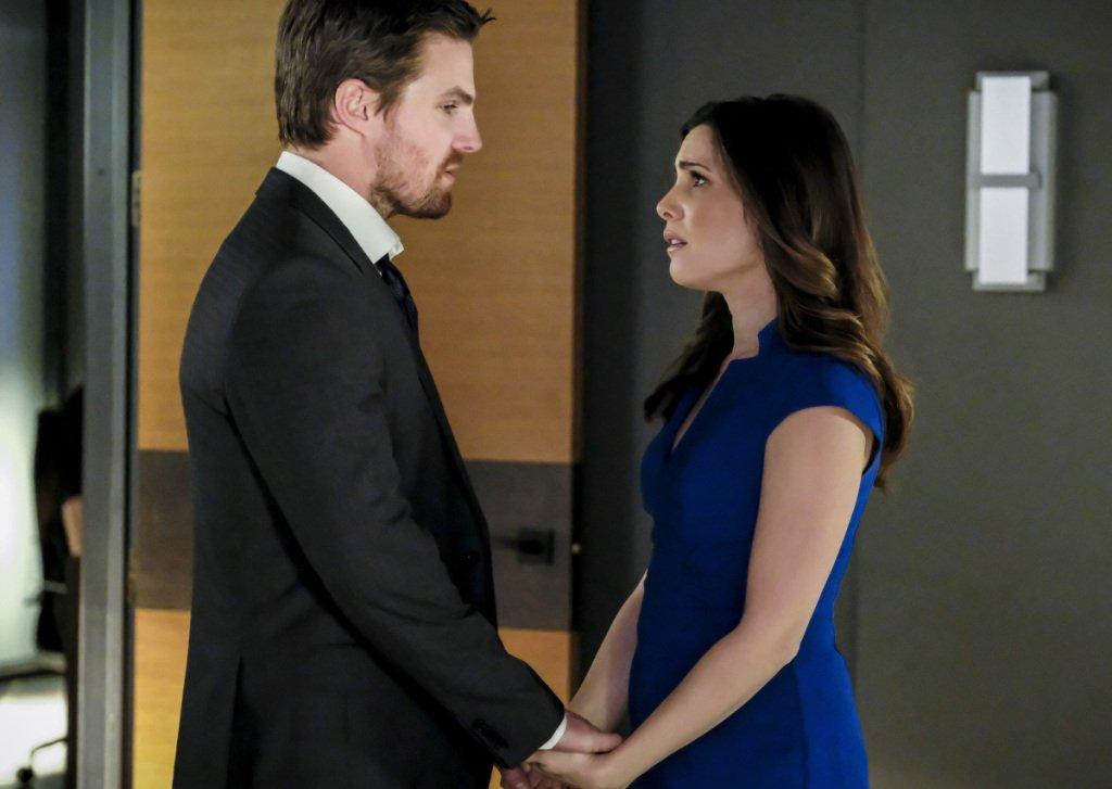 #Arrow Photos: Is Oliver Jilting Susan? Plus: Felicity Goes Deeper Wit...