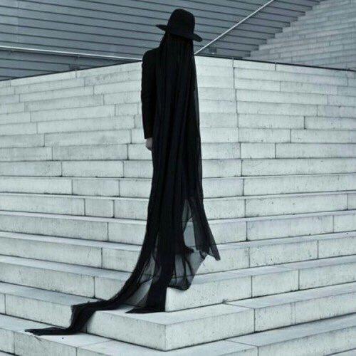 現実から逃げ出したいとのことでしたので お迎えにあがりました  Fashion by Salar Kheradpejouh.