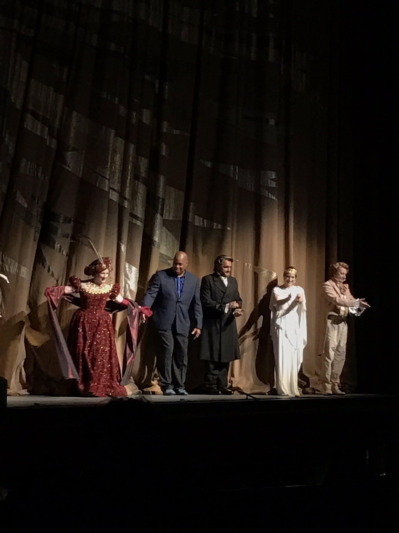 Bravo!   @LAOpera go see this opera!!! https://t.co/x4bqY7Zw4p