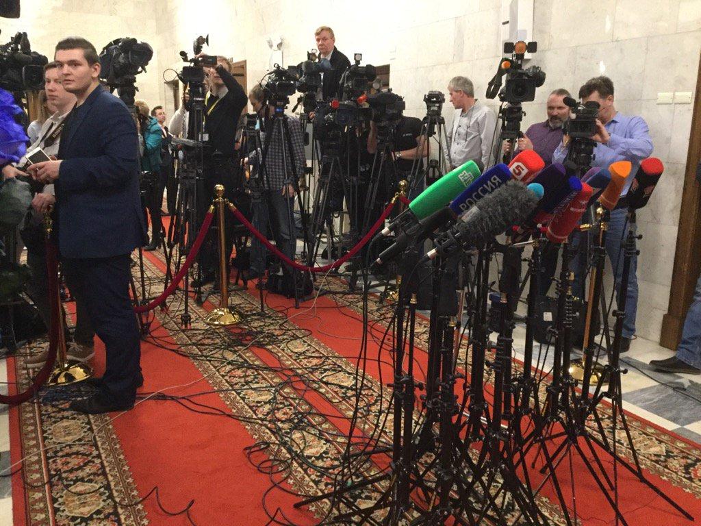 Beaucoup de journalistes pour #MarineLePen à la Douma de #Moscou