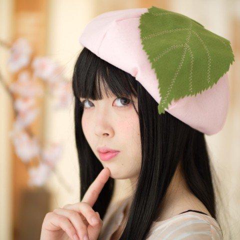 Envie d&#39;un look printanier ? Ces bérets japonais en forme de fruits sont pour vous !  @kabu_872  http://www. nautiljon.com/breves/envie+d -un+look+printanier+-+ces+b%C3%A9rets+japonais+en+forme+de+fruits+et+l%C3%A9gumes+sont+pour+vous+!,5377.html &nbsp; …  #Japon #Mode <br>http://pic.twitter.com/b91eGmpMJO