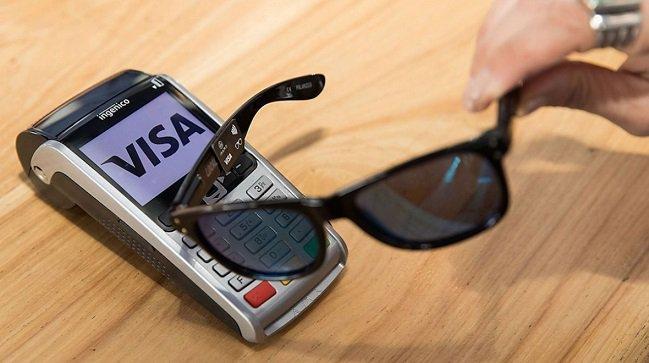 Et s&#39;il était bientôt possible de payer avec... ses lunettes de soleil ? #VISA #innovation #sunglasses #paiement  http:// bit.ly/2njpHi4  &nbsp;  <br>http://pic.twitter.com/3ZcTVy0fLZ