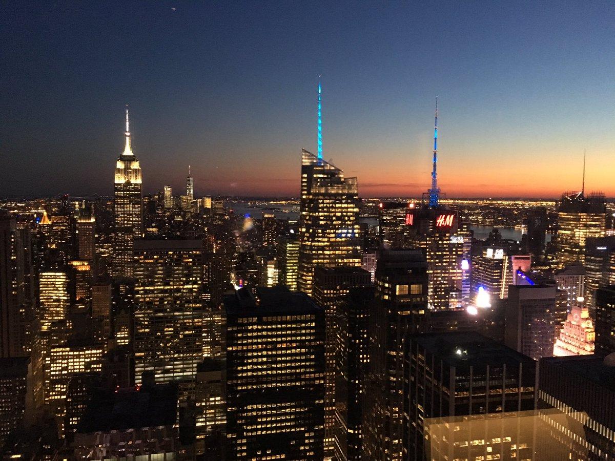 New York by Night. #bar65atrainbowroom #cityview #newyork #brightlights #winetime<br>http://pic.twitter.com/yOQV94hVny
