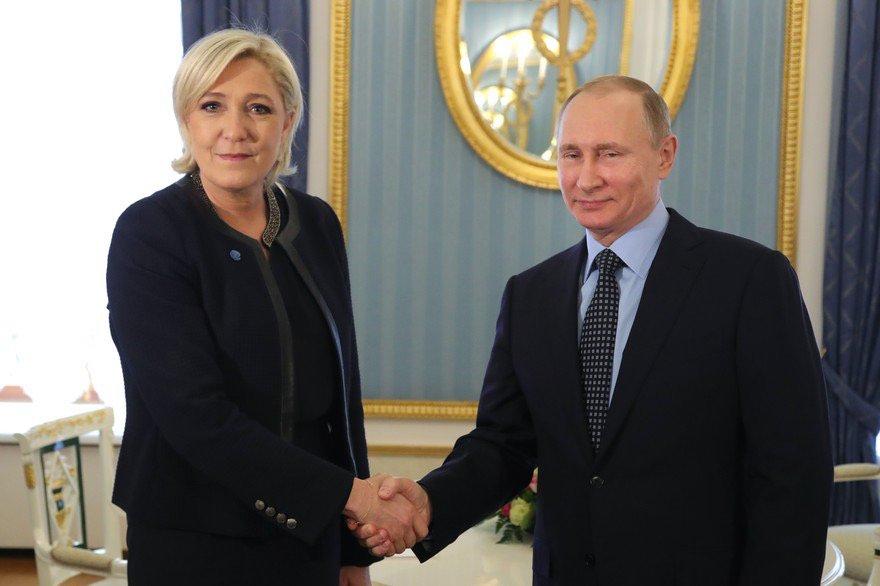 @MLP_officiel reçue à #Moscou aujourd&#39;hui par #VladimirPutin : voilà qui va accélèrer la campagne présidentielle ! <br>http://pic.twitter.com/fTtuqaQHry
