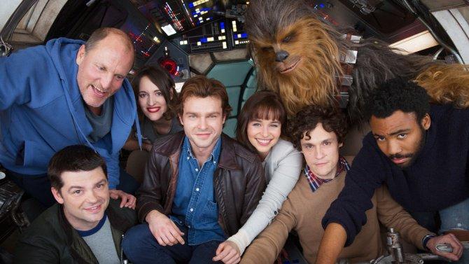 Le film #HanSolo suivra le personnage de ses 18 à 24 ans, sa découverte du Millenium et rencontre avec Chewbacca. <br>http://pic.twitter.com/TQpbaBuPzz