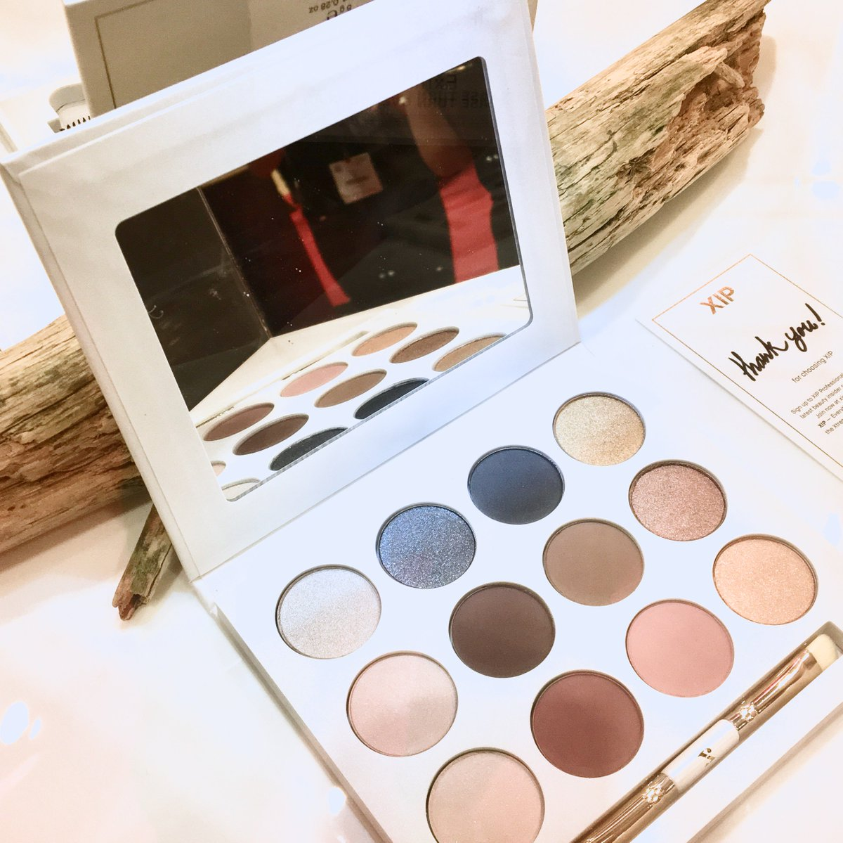 The Platinum Passion Eyeshadow Palette from  http:// xip-professional.com  &nbsp;     #LiveLikeAnXIP   #eyeshadow #makeup #cosmetics #eyes<br>http://pic.twitter.com/VlkG6CzrK8